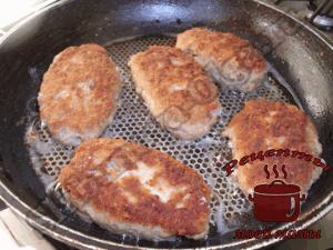 Зразы-мясные-с-грибами,-обжариваем