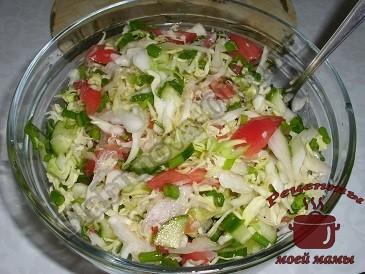 Салат из капусты, помидоров и огурцов