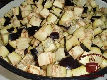 Маринованные баклажаны на зиму, режем их
