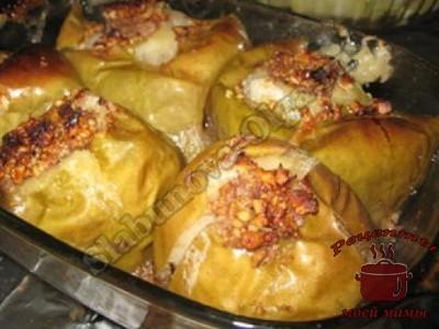 Печеные яблоки с медом и грецкими орехами