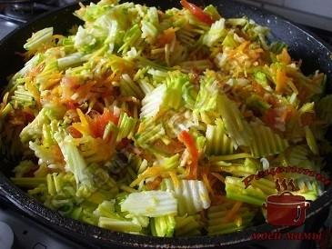 Тушим кабачки с овощами