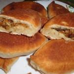 Пирожки из дрожжевого теста с кислой капустой