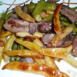 Жаренная спаржевая фасоль с грибами и луком