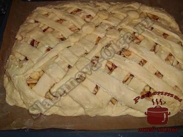 Яблочный пирог с творогом, выкладываем слоями