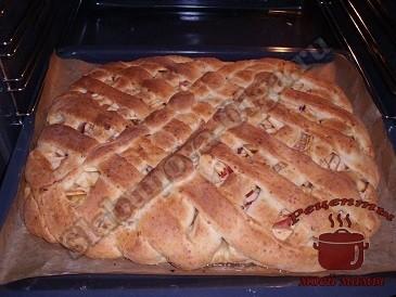 Яблочный пирог с творогом запекаем