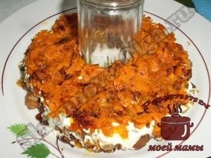 Слоеный салат с жареными грибами «Радость грибника»