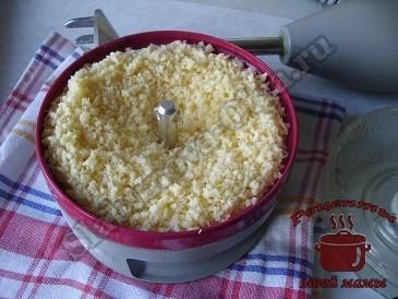 Цветная капуста с сыром, измельчаем сыр