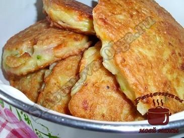 Оладьи из кабачков с сосисками готовы