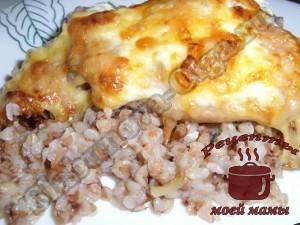 Курица с гречкой, запеченная в духовке под сырной корочкой