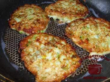 Оладьи-из-кабачков-с-сыром,-жарим
