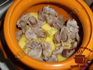 Тушеные-куриные-желудки,-выкладываем-слоями
