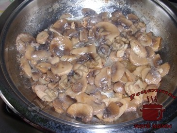 Тушеные-куриные-желудки,-жарим-грибы