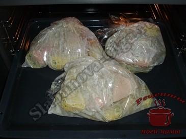 Картофель-запеченный-в-пакете-запекаем