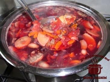 Свекольный-суп-с-шампиньонами-готов