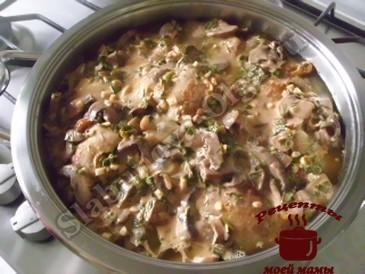 Куриные бедрышки в чесночно-грибном соусе