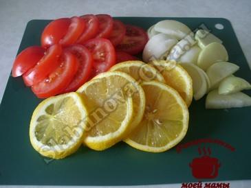 Скумбрия в духовке, режем овощи