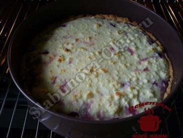 Вишневый пирог, запекаем