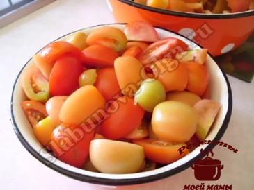 Болгарский перец с помидорами, режем зелень