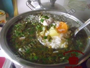 Суп из щавеля с рисом готов