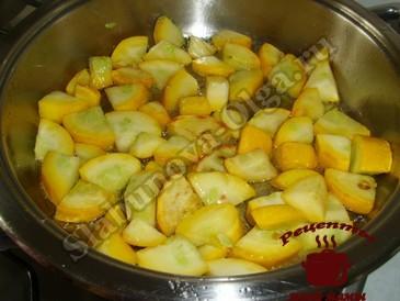 Кабачки с орехами, жарим кабачки