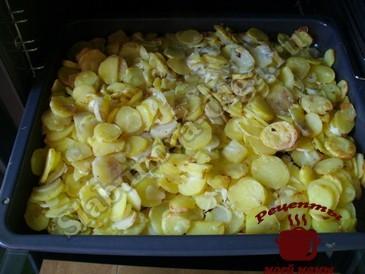 Картофель запеченный в духовке готов