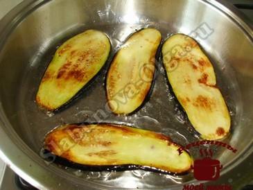 Баклажаны с орехами, обжариваем