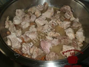 Мясо с цветной капустой, тушим мясо