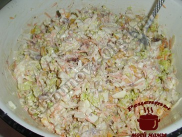 Салат с пекинской капустой, добавляем майонез