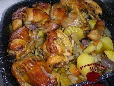 Курица с овощами готова