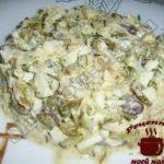 Салат с грибами и пекинской капустой готов