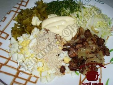 Салат с грибами и пекинской капустой
