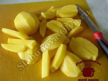 Котлеты с начинкой, режем картофель