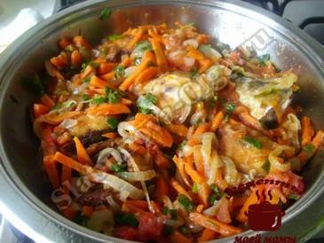 Скумбрия в томатном соусе, тушим