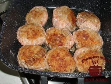 Тефтели-с-мясом-и-рисом,-обжариваем