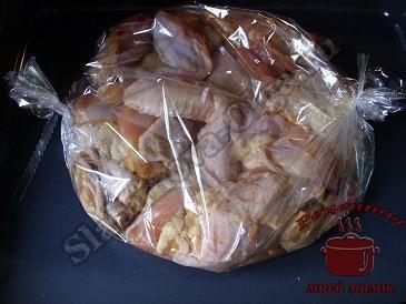 Курица в рукаве запеченная в духовке