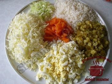 Салат из печени трески с пекинской капустой