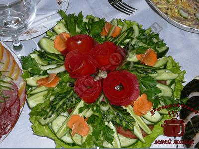 Розочки из помидоров. Как украсить блюда