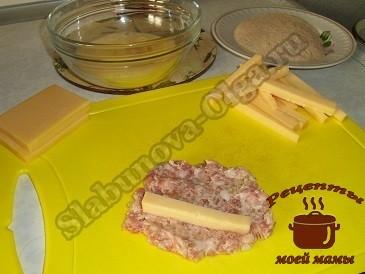 Колбаски из фарша с сыром, формируем их