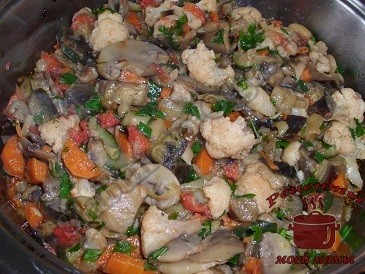 Овощное рагу с баклажанами и грибами готово