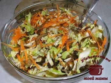 Салат из белокочанной и морской капусты