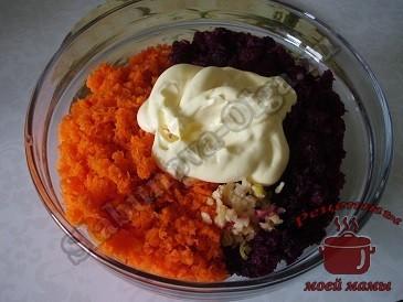 Салат из свежей свеклы, моркови и яблок