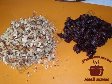 Салат с лососем, грецкими орехами и черносливом
