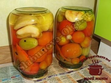 Маринованные помидоры . Переворачиваем банки вверх дном