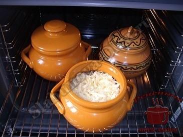 Пельмени с грибами в горшочке, запекаем в духовке
