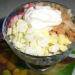Салат с крабовыми палочками и яблоком, просто и вкусно