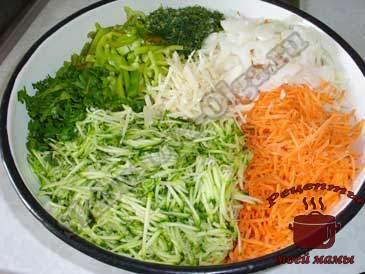 Кабачки-по-корейски,-режем-овощи