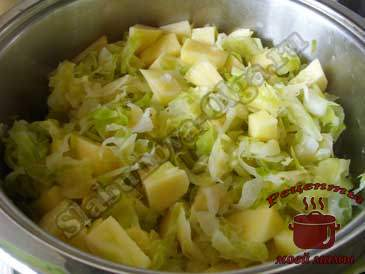 Овощное-рагу-с-мясом,-добавляем-картошку