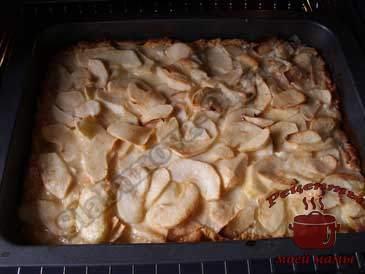 Песочный-пирог-с-яблочной-начинкой,-запекаем