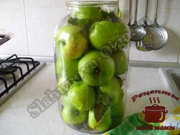 Моченые-яблоки,-укладываем-в-банку
