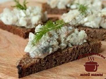 Вкусное-блюдо-из-селедки-на-хлебушке